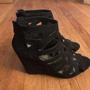 9 1/2 to 10 black wedge suede shoes